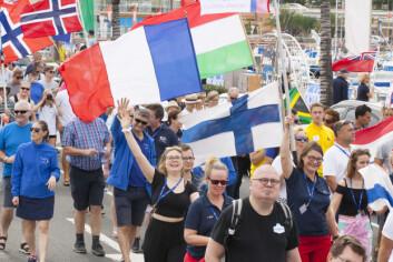 FLAGG: Det er færre norske flagg i paraden i år, enn hva det pleier å være. Mange nprske båter ønsker å svinge innom Kapp verde.
