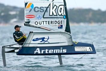 TUSENKUNSNER: Nathan Outterigde er OL- og verdensmester, og seiler også Moth.