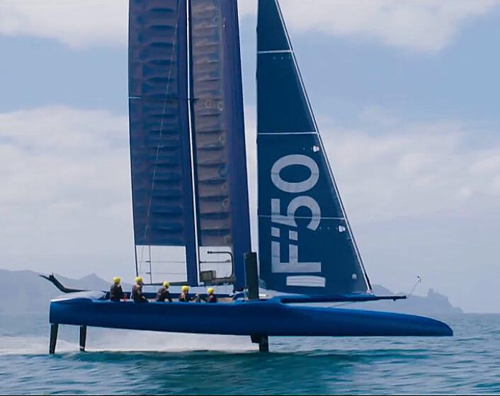ENTYPE: F50 er bygget på båtene som ble brukt i America's Cup 2017, hvor foiler, rigg og innmat er identisk.