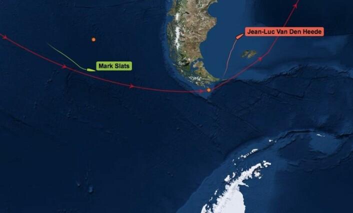 SKADET: Lederbåten har en skadet rigg. Mark Slats spiser seg inn på forspranget.