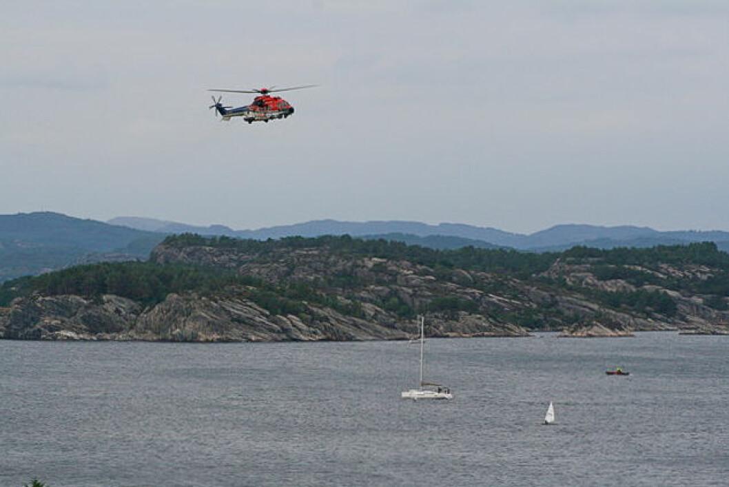 SØK: Helikoptere, båter og dykkere søkte etter den savnede seileren. Mange frivillige fra Ran Seilforening stilte opp.