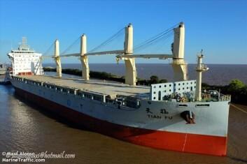 REDNING: «Tian Fu» på 38 000 tonn er på vei mot havaristen.