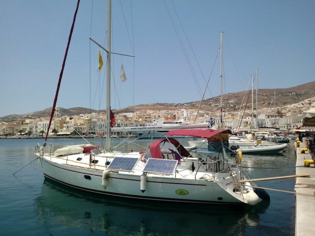 LASTEBÅT: En organisasjon har tatt i bruk seilbåter for å transportere bærekraftige varer mellom øyene i Hellas. Du kan være med.