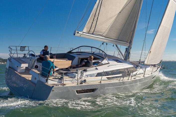 DEKKSHUS: Wauquiez har skapt en dekkshusbåt med dynamiske linjer.