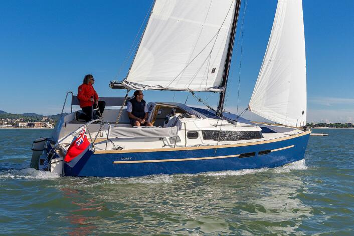 MOTORSEILER: Swallow Coast her en kraftig påhenger i en brønn midt i båten.