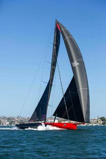 KREFTER: «Comanche» har fått nye seil for regattaen.