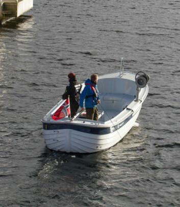 DORGING: Når fisken går grunt kan det være effektivt å dorge etter den nær land eller over grunne partier. Det viktigste å være rimelig nær bunnen får å få torsken. Man bør ...