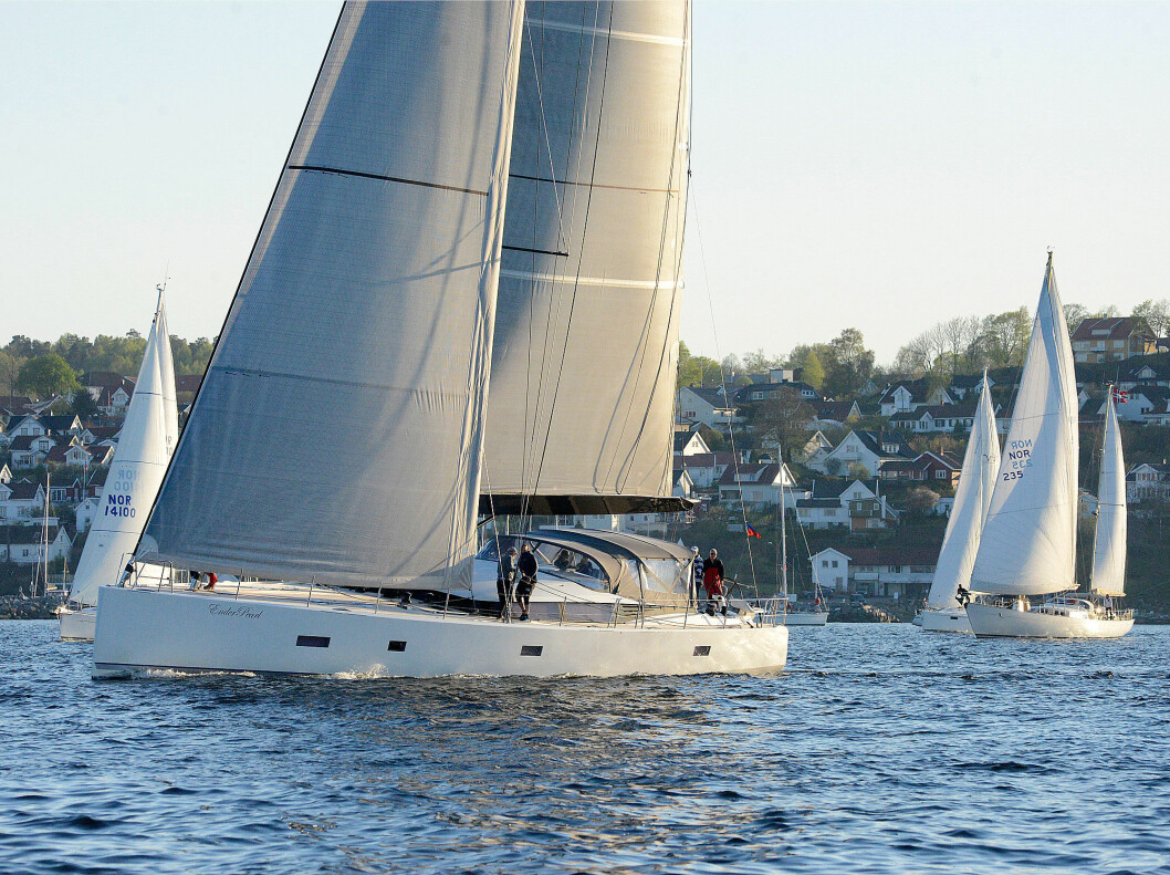 STØRST: CNB 76 var feltets største båt, men ble forbiseilt av mindre og lettere båter i den svake vinden.