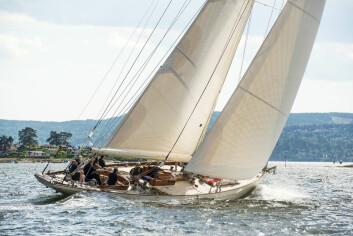 FLAGGSKIPET: 15-meteren «Magda XIII», som er en av Johan Ankers seneste konstruksjoner, er en av de nyeste tilvekstene til den klassiske norske trebåtflåten.