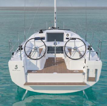 ÅPEN: Båten får to ror og to ratt, samt knekkspant og badeplattform.