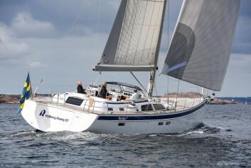 HR57: Hallberg-Rassy 57 hadde premiere under Uppet Varv. Båten har doble ror og skroglinjer ikke langt unna Swan 65.