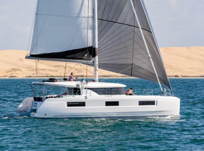 KATAMARAN: Lagoon 46 får verdenspremiere på Boot. Katamaranen får flybridge.