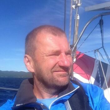 SOLOSEILER: Petter Hegle bruker båten hele året. Han gir praktiske tips og sikkerhetsråd om vinterseiling.
