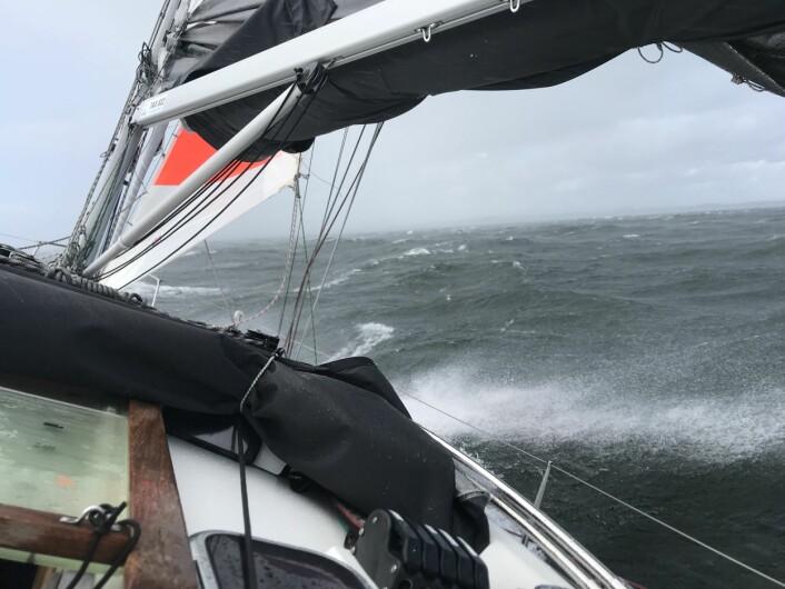 STORM: Petter Hegle seilte Silverrudder i høst og var en av ti som fulllførte klassen av 37. Hegle blir ikke skremt av litt vind.