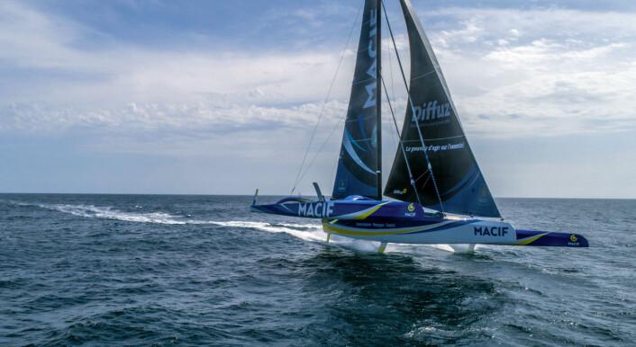 TRIMARAN: «Macif» har seilt jorda rundt på 42 døgn. Nå er båten utstyrt med foiler og skal være 15 prosent raskere.