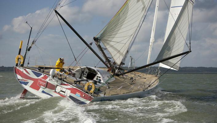 OPEN 60: Sir Robin Knox-Johnston deltic i Velux 5 Oceans med denne Open 60-båten.