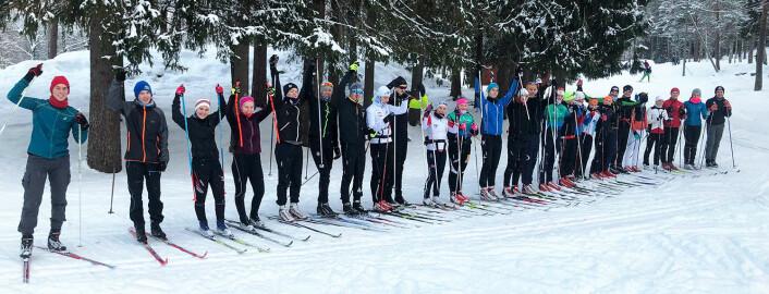 PÅ SKI: Alle ut måtte ut på ski til Ullevålsæter, og for dem som ikke har så mye snø og skigåing på hjemstedet, var det en utfordring.