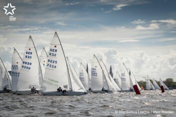 TETT: 86 båter fordelt på tre felt på en liten innsjø i Hamburg gir tett seiling.
