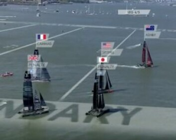 FART: Team New Zealand seilte forbi feltet som lå i et vindhull.