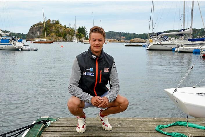 TAKKER: Christoffer Sørlie får mye støtte og oppmuntring fra andre Fredrikstad-medlemmer.