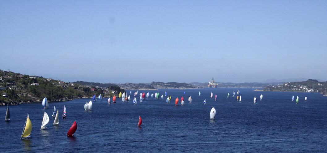 SØROVER: SPZ Seilmakeren Doublehanded starter fra Askøy og krysser akkurat grensen til Rogaland.