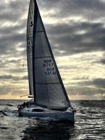 SEIL: Frode Hofseth utstyrte sin Oceanis 40 med gode seil.