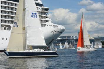SKIP: Det er spektakulært når cruiseskip går inn og ut av havn akkurat under starten, slik som i 2013, men ikke alle seilere er like happy med de tette situasjonene.