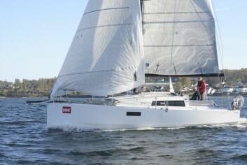 STIL: Pogo 30 er både stutt og tjukk. Båten representerer den nye franske stilen som har suverene egenskaper på slør, men sliter med å seile opp til måletallet på kryss.