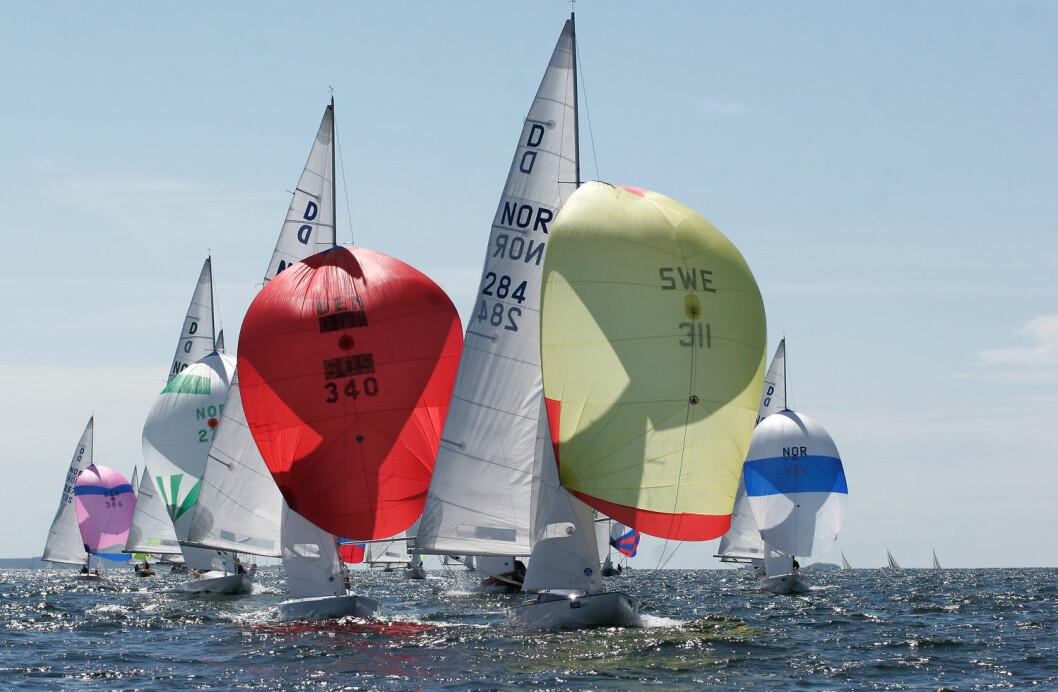 HANKØ RACE WEEK: Drake-klassen er en av seks klasser som deltar i Hankø Race Week, og det er forhold som dette man forbinder med «ekte Hankø-forhold» ? og ønsker seg.