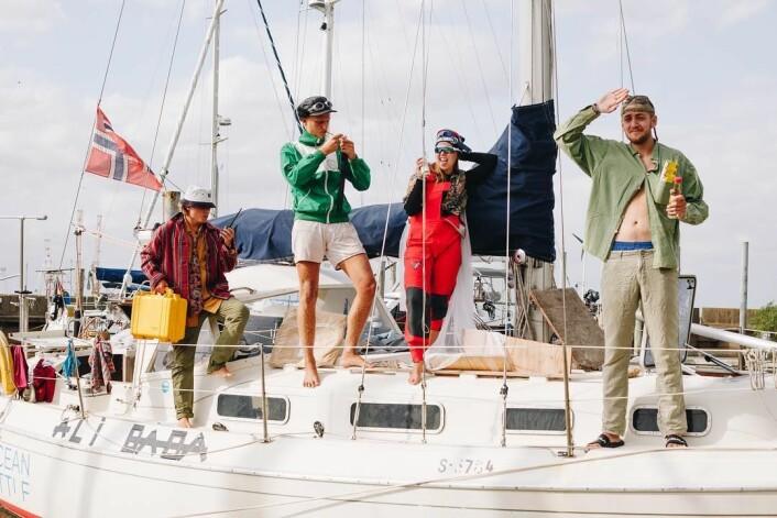 MANNSKAP: Om bord i «Alibada» nå er Felix Fornebo, Jørgen Brevik, Karoline R. Brudevoll, og Eirik Bommo.