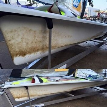 OLJE: Nylig var Ragna og Maia Agerup ute og trente på OL-banene, og da de kom inn igjen så båten slik ut.