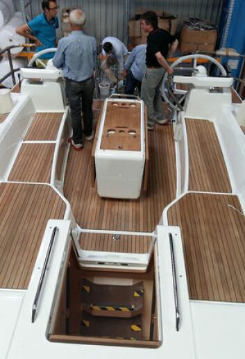 NIVÅER: Cockpiten blir båtens sterkeste salgsargument.