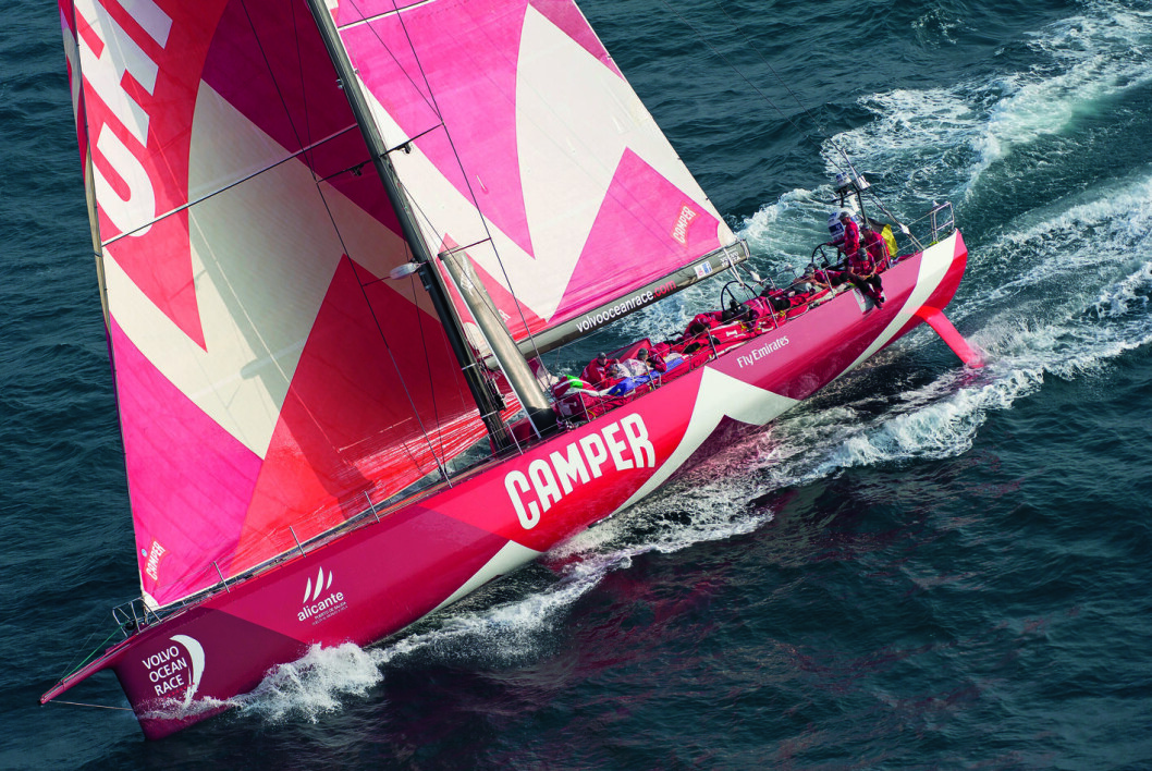 SOLGT: Volvo Ocean Race-båten «Camper» er solgt ut av Norge. Nå skal den bygges om i Valencia av sine nye amerikanske eiere.