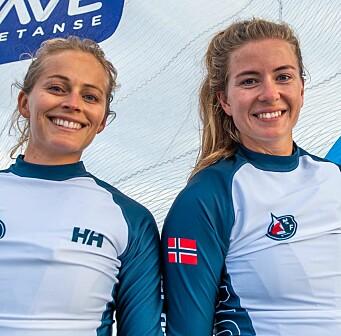 FORNØYDE: Helene Næss og Marie Rønningen er oppe blant de beste i EM.