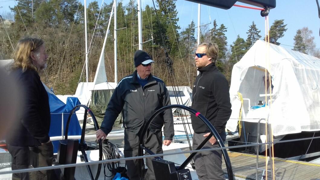 «FRAM XVIII»: Kong Harald for første gang om bord på «Fram XVIII». Her sammen med Kjell Arne Myrann og Bjørn Mørland Pedersen.