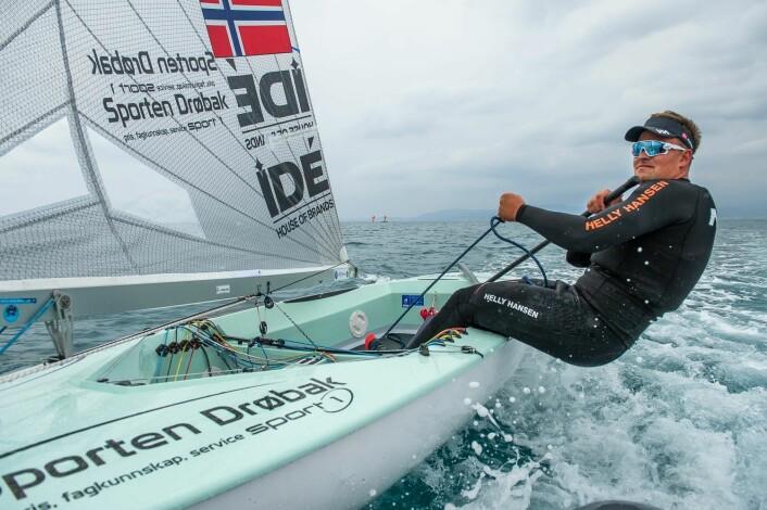 HÅP OM MEDALJEFINALE: Stabil sjøbris i morgendagens seilaser, gir Anders Pedersen et håp om å nå medaljefinalen.