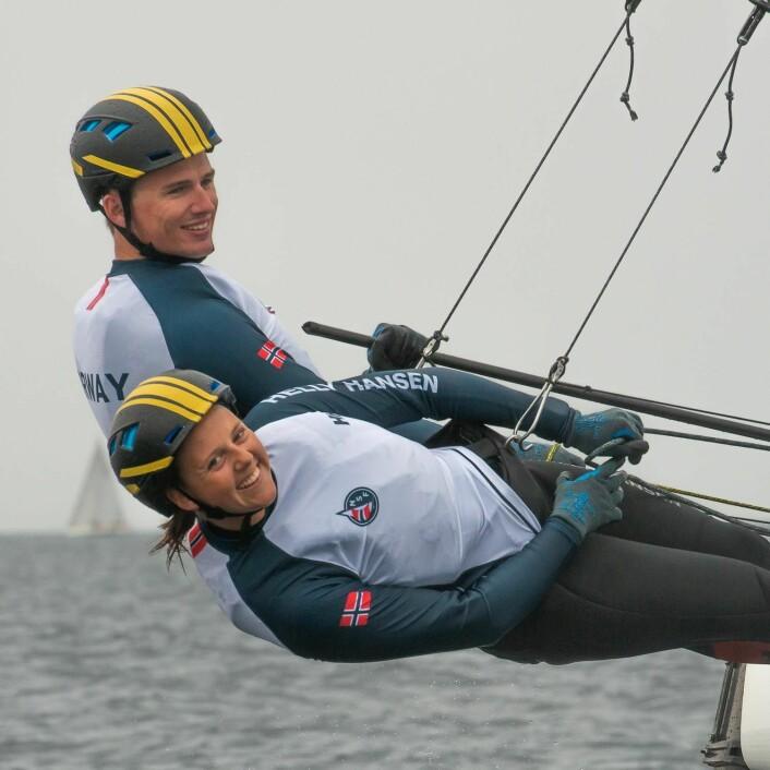 SMILER: Martine Steller Mortensen og Nicholas Fadler Martinsen er fornøyde med å ha vunnet sølvfeltet på Mallorca.