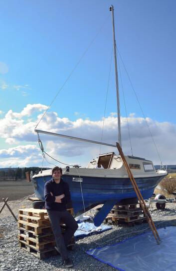 BÅTPUSS: Den gamle Kormoran 535 blir pusset opp for å bli klar for havet.