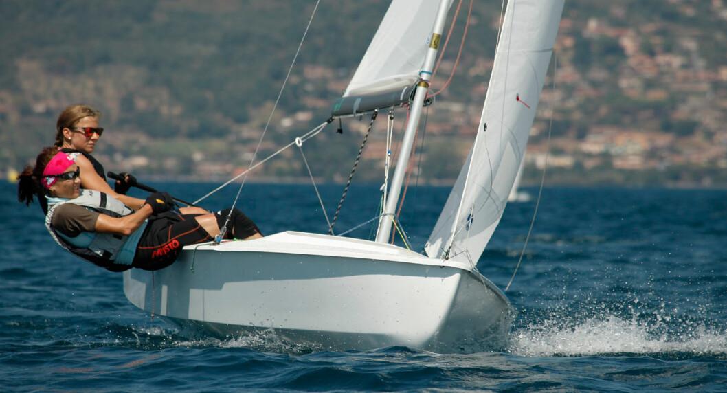 SØLV: Da de etter hvert fikk fart på kryssen, seilte Anette Melsom Myhre og Janett Krefting glimfrende og inn til VM-sølv.