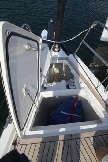 SEIL: X4 har plass til seilene en slik på krever. Forut er det både seilbinge og brønn for ankerkjetting.