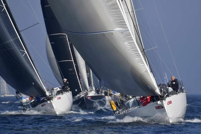 SHORTHANDED: 50 båter i størrelsen 30 til 40 fot deltok i to-mannsklassen i Frankrike. De aller fleste nyere båter.