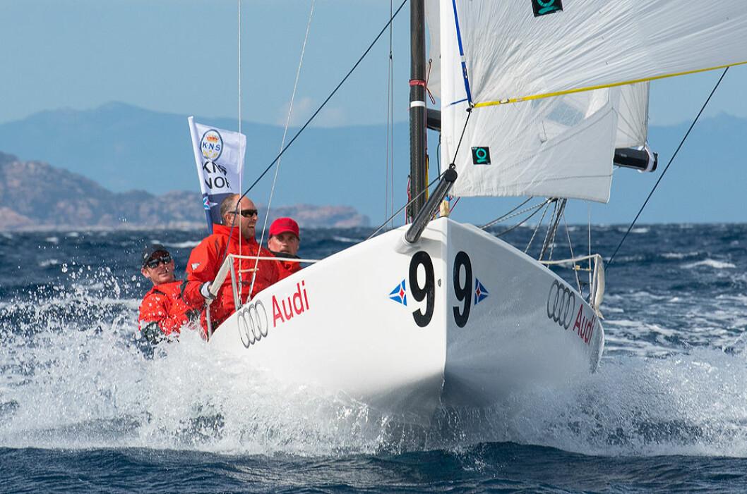 FORSVARER: KNS stiller som tittelforsvarer i Sailing Champions League på Sardinia.