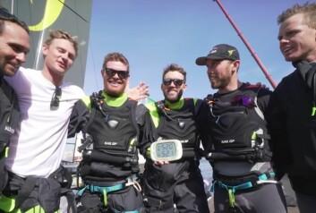 Team Australia med GPS som viser 52 knop.