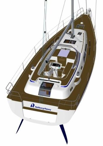 DEKK: Båten kan leveres med en nedfellbar plattform på hekken, eller uten. Cockpiten blir like stor som på 44-foteren.