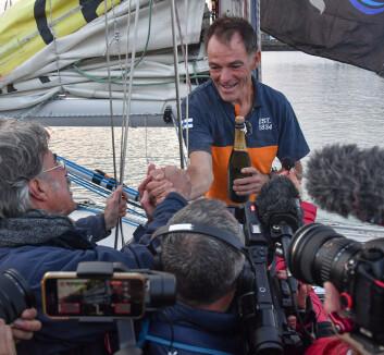 FULLFØRTE: Tapio Lehtinen i mål etter 322 døgn på havet.
