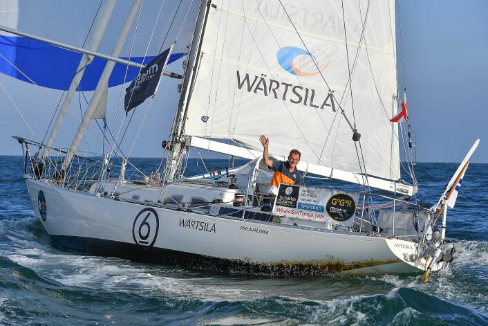 FULLFØRTE:  Tapio Lehtinen var nesten 11 måneder til havs alene i sin 36-fots smale og lave båt.