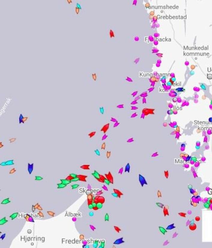 TRACKING: Mange båter har søkt ly langs kysten av Bohuslän.
