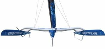 FLY: Riggen kantes mot lo, slik at seilene også gir løft. Det samme gir foilene.