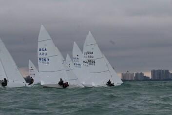 SJØ: Mye vind og sjø p Lake Michigan under mesterskapet.