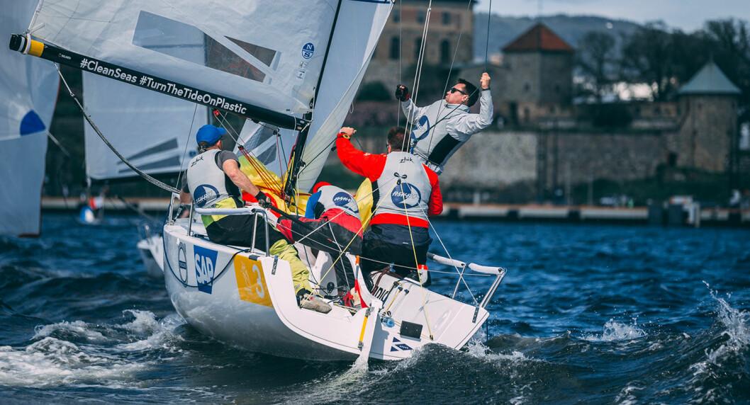 VANT: Seilerne fra Askøy hadde aldri seilt sammen før i en J/70, men gikk likevel til topps i eliteserien under tidvis friske forhold.